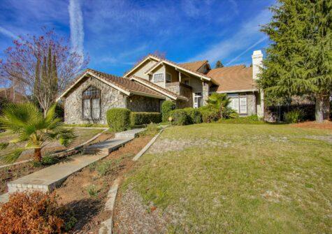 225 Valle Verde Hollister, CA 95023