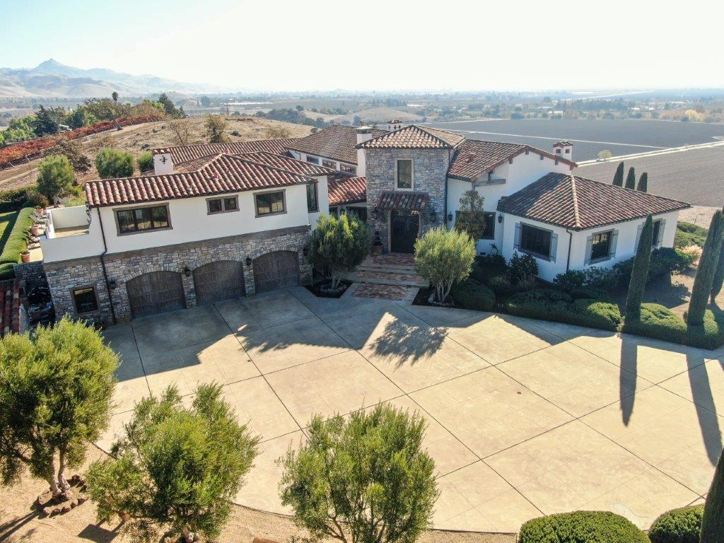 Mediterranean Luxury Villa Estate with Panoramic Views – 7400 Pacheco Pass Hwy Hollister, CA 95023